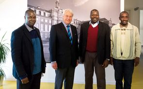 Prof. Wolffgang with representatives of the University of Dar es salaam.